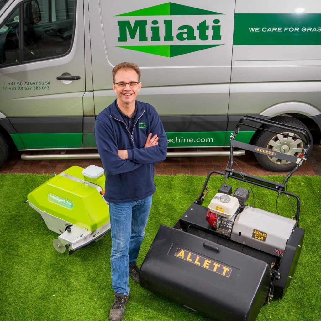 Arjen Spek with the Alett mower and the Intelligent One as superior grass machines