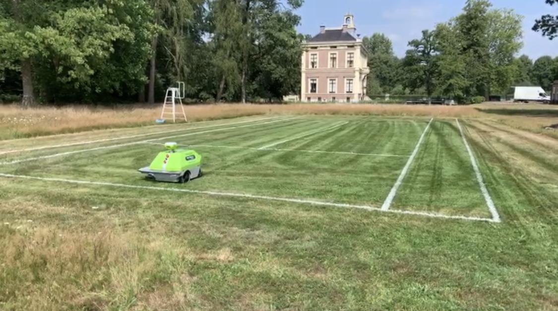 Milati Grass machines belijnt tennisbaan voor Nederlandse bioscoopfilm
